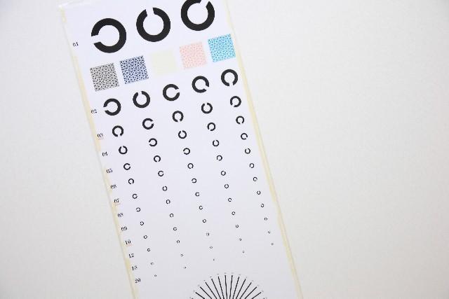 視力が悪い方必見。今人気の第三の視力矯正法「レーシック」とは