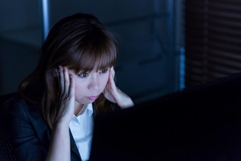 軽く考えてはいけない!働く女性の悩み「頭痛」は危険だった!
