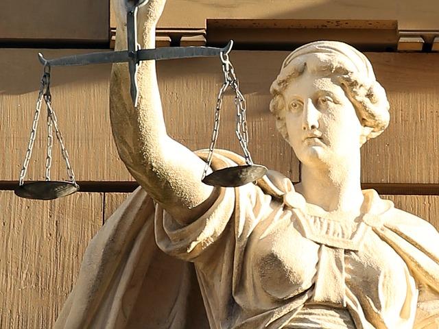 制度事業を象徴するテミスの像
